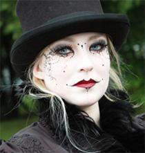 Готический макияж   - завершающий штрих