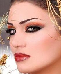 Греческий макияж бровей