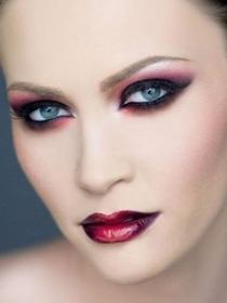 Готический макияж глаз, бровей и лица