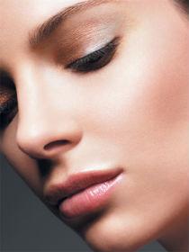 С чего правильно начать легкий вечерний макияж
