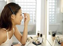 Поддержание делового макияжа