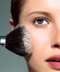 Как правильно наносить макияж блондинкам, брюнеткам