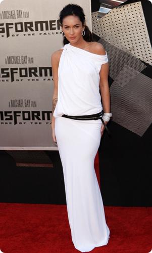 В коллекцию лета 2014 входит множество моделей длинных платьев из шифона как ярких, так и сдержанных тонов