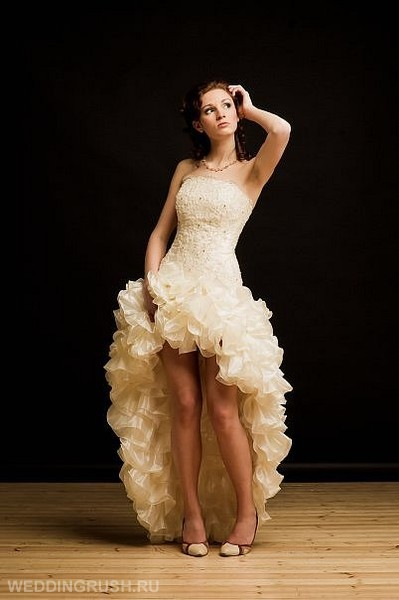 Укороченное платье спереди