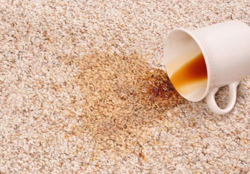 Пролитое на ковер кофе