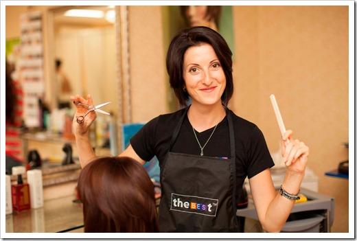 В чём заключается профессия парикмахера?