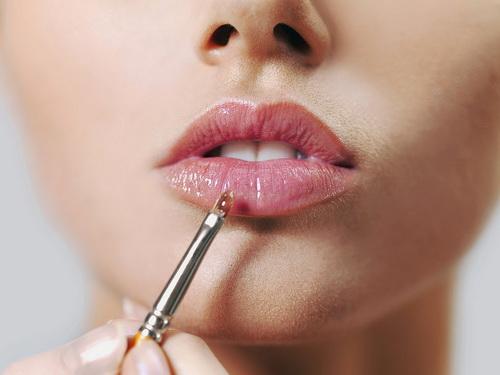 Правила нанесения блеска для губ