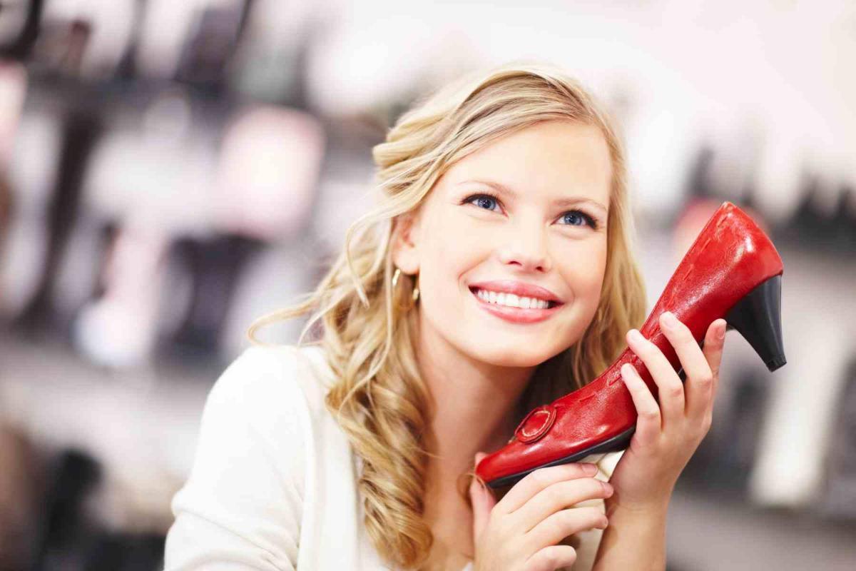 Красный цвет обуви – лучшее решение для стиля