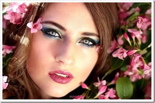 Подчёркивание скул и выполнение макияжа глаз
