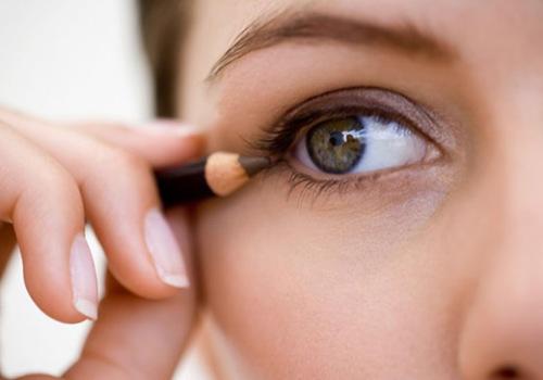 как пользоваться карандашом для глаз